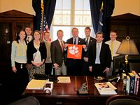 Governor meets with college republicans from Clemson
