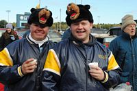 2 alums with Bear hats.