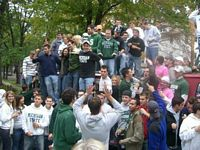Here is a huge throng of mostly green clad undergrads tailgating.
