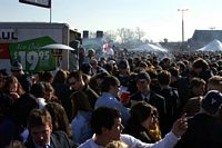 crowded mass of students tailgating